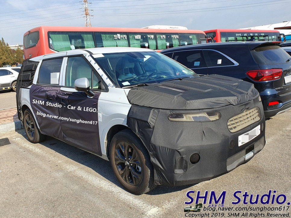 Next-Gen Kia Carnival Spied for the First Time