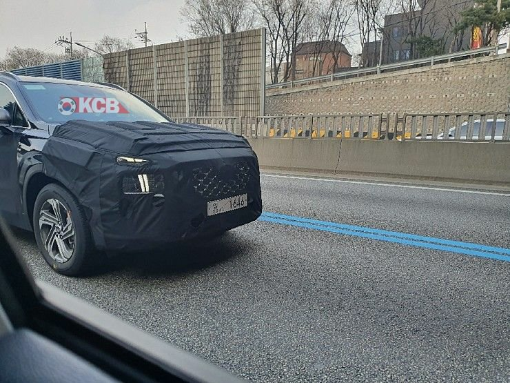 Hyundai Santa Fe Facelift Spied in South Korea