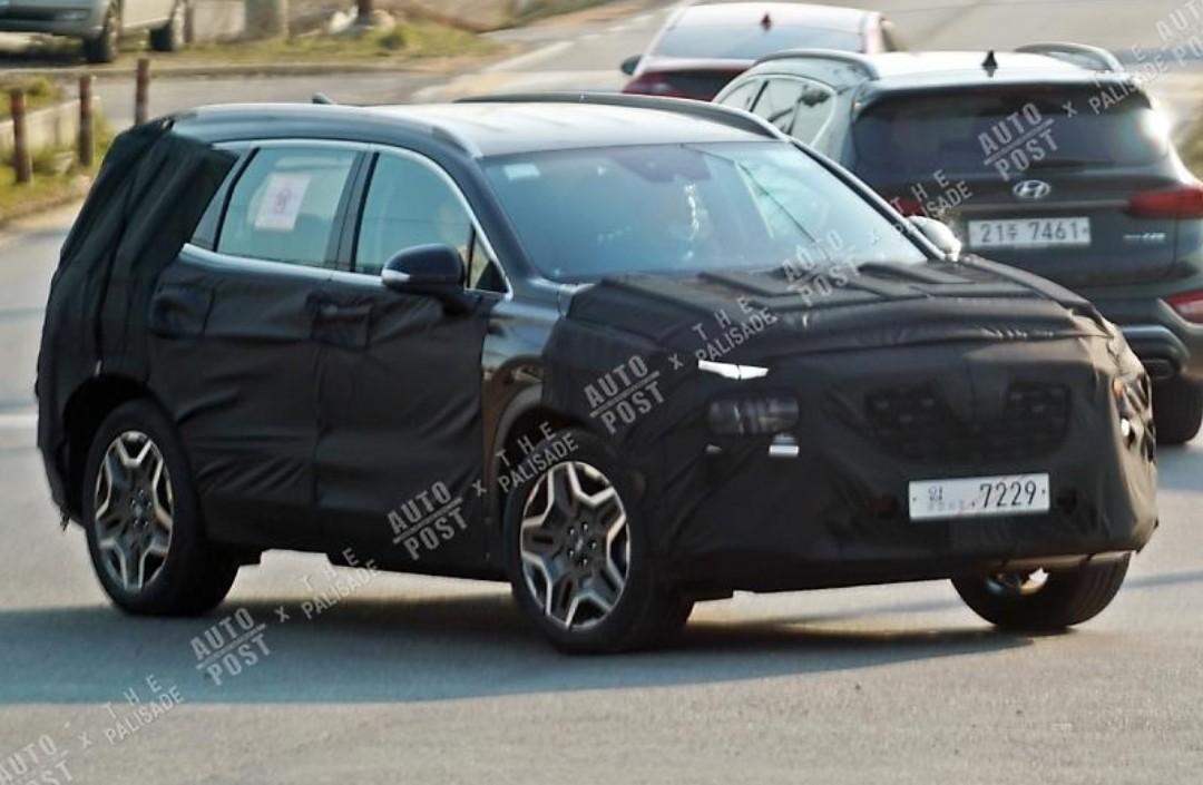 Hyundai Santa Fe Hybrid Spied