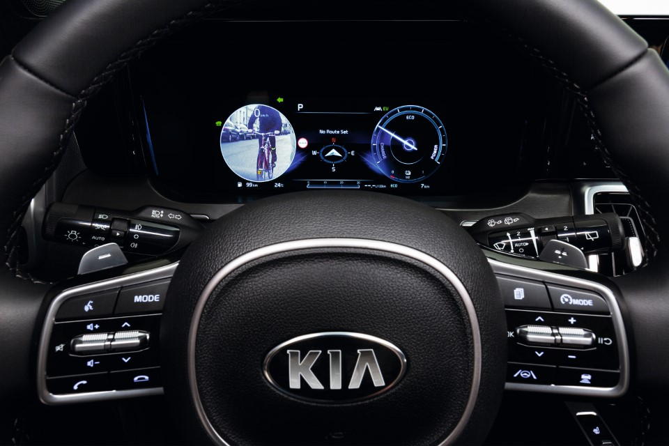 Kia Shows How Blind Spot View Monitor Works in the All-New Sorento