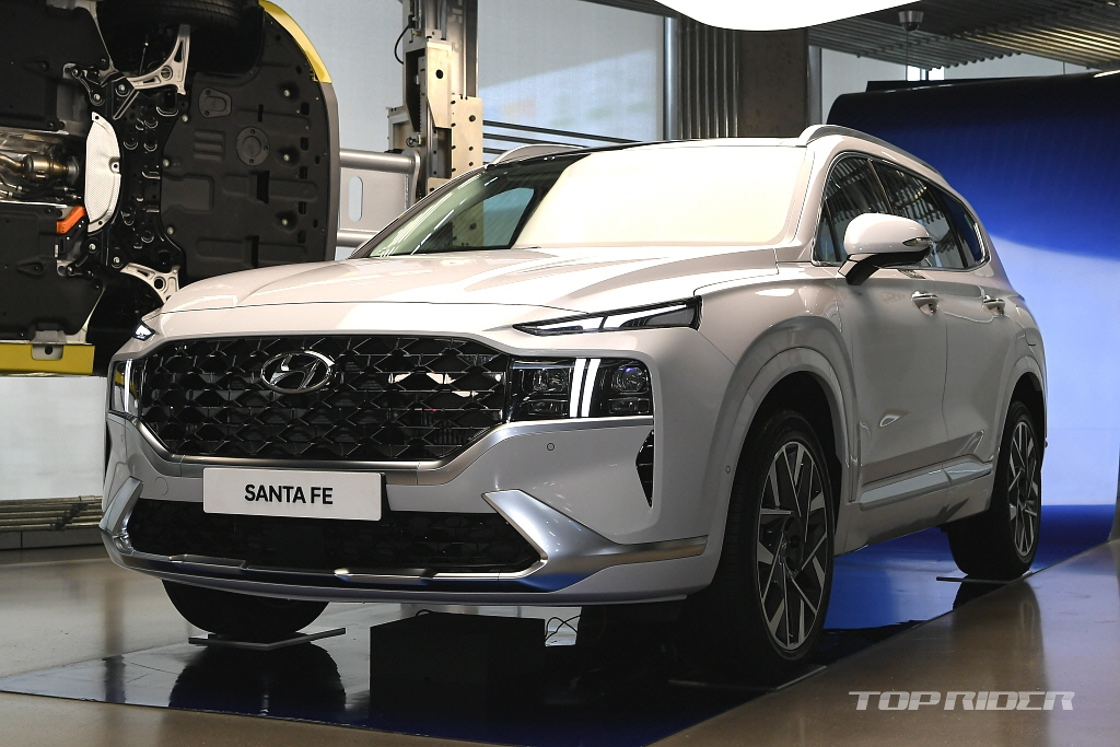 Hyundai Santa Fe Facelift Unveiled in South Korea