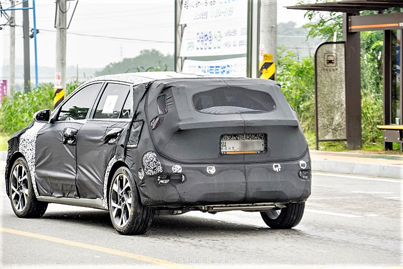 Next-gen Kia Niro Spied in South Korea