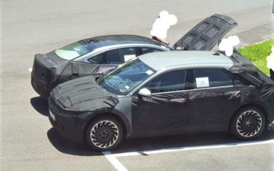 Genesis eG80 Spied with Solar Roof