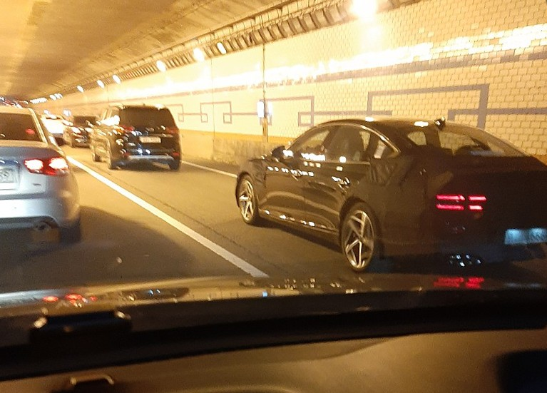 Genesis eG80 Spied w/ Fake Exhaust & New Wheels