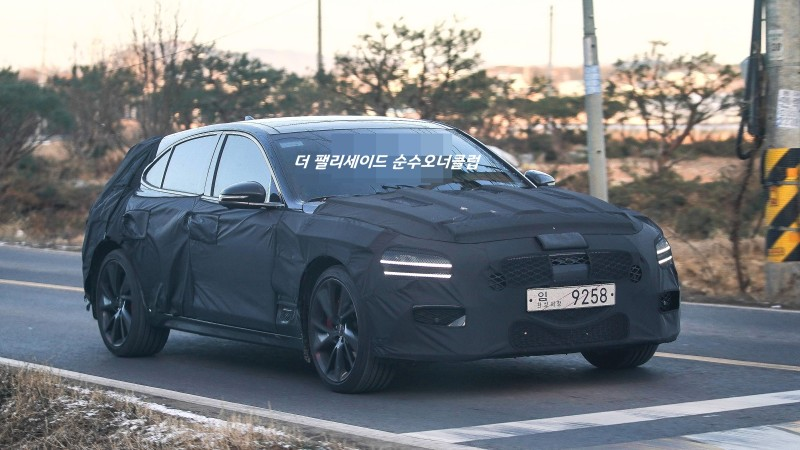 Genesis G70 Shooting Brake Spied Up Close