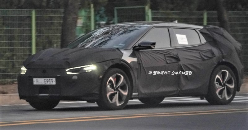 Kia EV5 A.K.A CV Spied with Production Headlights