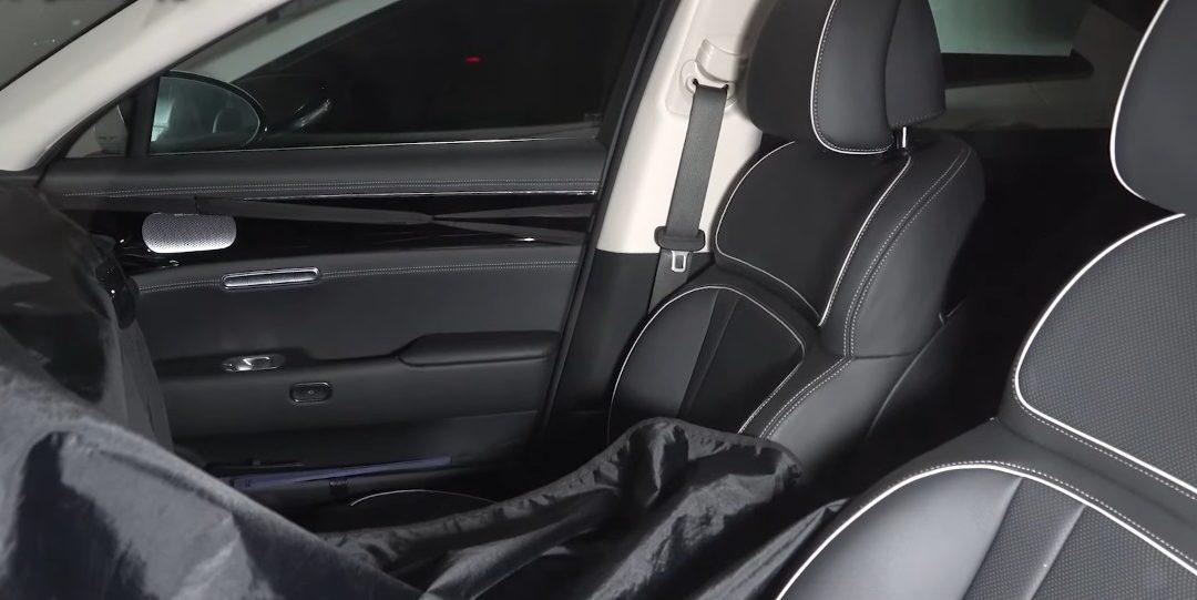 Genesis G90 Spied w/ Interior Push Button to Open Doors