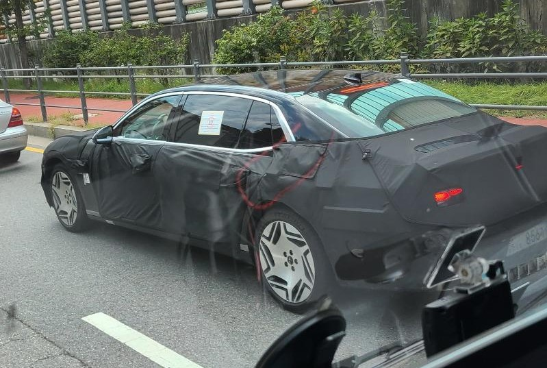 Genesis G90 Limousine Spotted with Rare Wheels