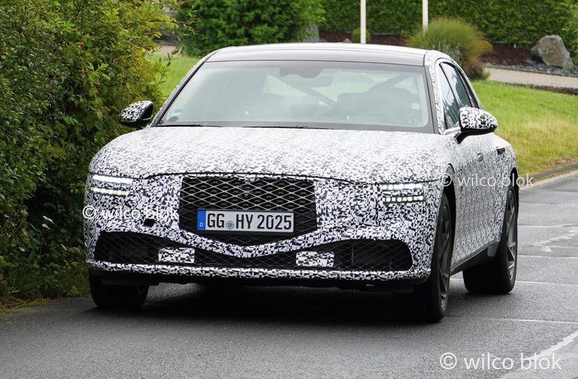 Genesis G90 Spotted on Its Way to Nürburgring